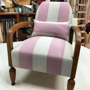 butaca tapizada tela rallas gruesas con cojin