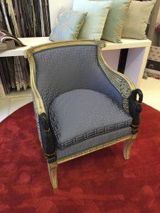 silla tapizada azul metalizado rectangulos