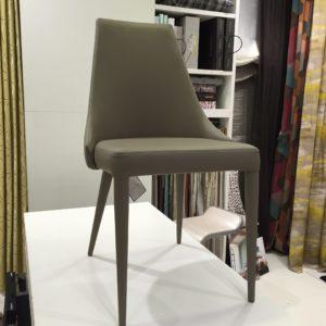 silla tela tapizada polipiel gris