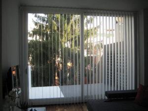 cortina de laminas blanca