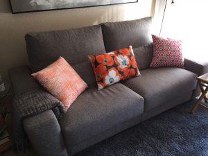 sofa mediano tela gris