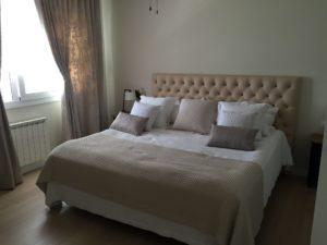 decoración interior habitación beige