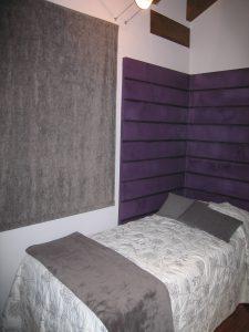 decoración interior morado y gris
