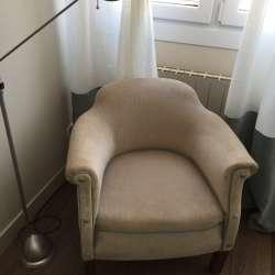 butaca tela beige botonera tapizada